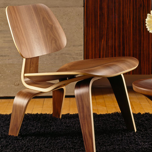 Replica plywood lounge chair by Eames
